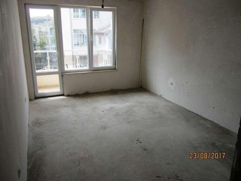 Три стаен апартамент за продажба