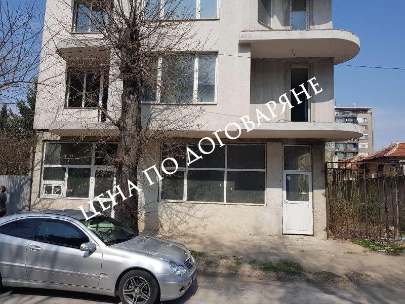 Паратамент, гаражи и магазин в гр. Пазарджик
